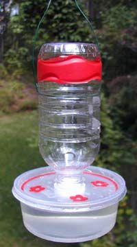 Bebedero para colibrís hecho en casa.