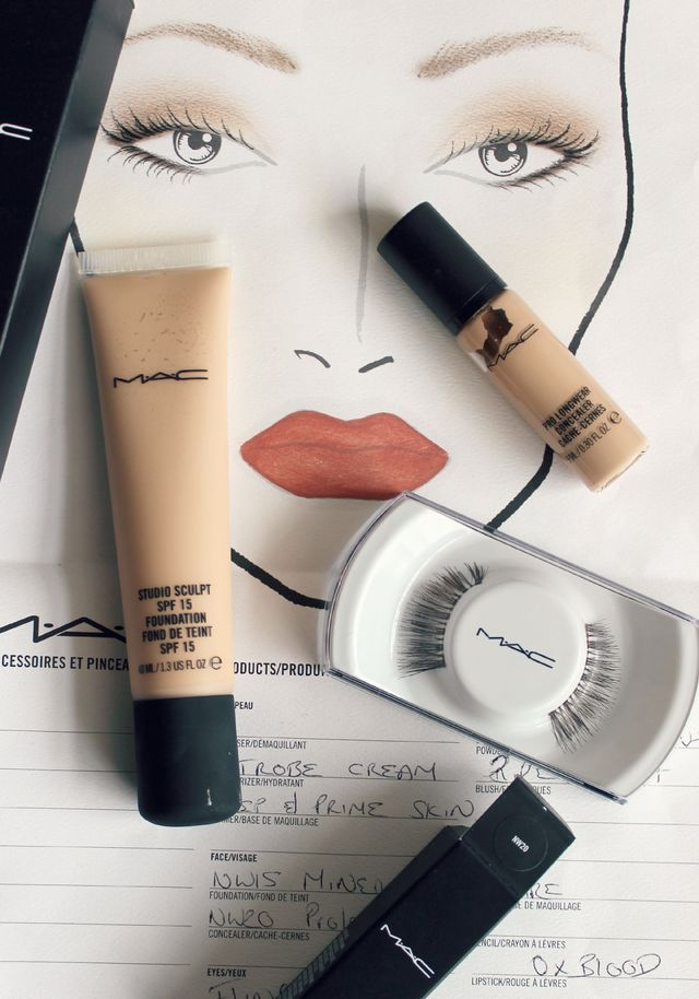 Way back on my 18th birthday I was really fortunate as my Auntie brought me a Mac voucher to book myself in for a makeup lesson in 90 minutes. The makeup lesson costs £50 although this is redeemable i