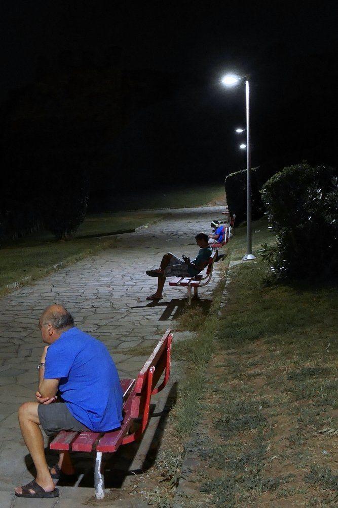 Νύχτα σε παγκάκια της Άνω Πόλης (Ιούλιος 2017)