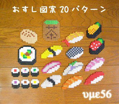 ご覧頂きありがとうございます。アイロンビーズ(パーラービーズ)でで作るお寿司とファーストフードのレシピ(図案)です。●内容●お寿司 20パターンファーストフード 12パターンアイロンビーズの作り方は、画像の3番目をご覧ください。 ※アイロンビーズを作るには四角の透明プレート2枚(29×29)とアイロンペーパー2枚が必要です。透明プレート、アイロンペーパー、ビーズ、ピンセットは付属されていません。B5用紙5枚、自宅プリンタにて印刷しての発送になります。型紙の上に透明プレート...