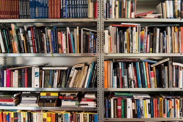 100 classici per un giovane lettore   http://unalettricedotcom.wordpress.com/2014/02/06/100classici/