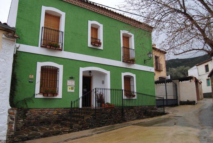 Tonos de verde casa fachada pinterest tonos de verde for Colores para pintar fachadas de casas