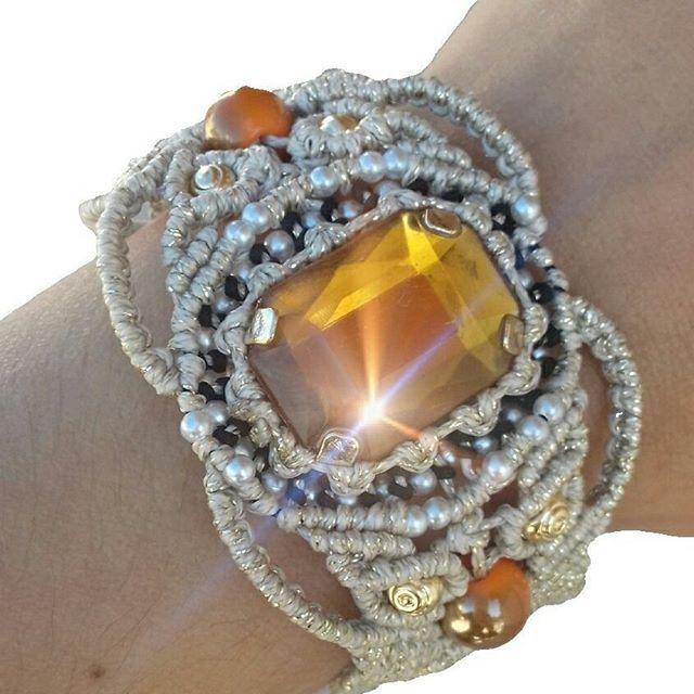 Βραχιόλι μακραμε πλεκτο με επιχρυσωμένο νήμα ατσαλιού. Πανέμορφο μοναδικό σχέδιο. Απόκτησε το πρώτη για να το έχεις μόνο εσύ. 👑 #bracelet #handmade #handmadejewerly #macrame #braceletmacrame #jewellery #jewelleryforsale #specialoffer #handmadejewelry #ladiesjewelry #handmadeingreece