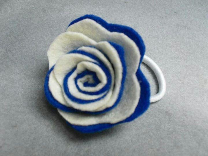 Gomilla azul y blanca.Fieltros de Sevilla