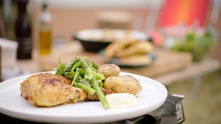 Kip met aardappelen en sla was zondagse kost bij Jeroenthuis, maar je kunt er natuurlijk ook een zomerse versie op de barbecue mee maken.