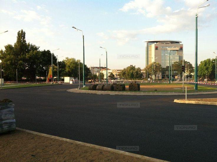 Se redeschide circulatia in zona Michelangelo: sunt deja marcaje, semafoare si iarba