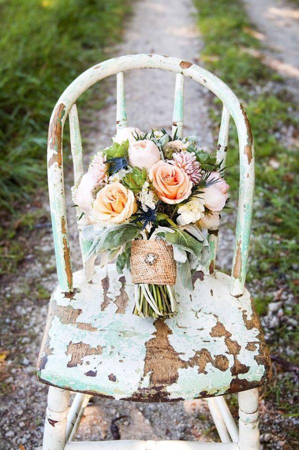 Foto 9 de 9 Bonito ramo de novia con flores naturales y cinta en yute. Imagen Laura Ashley | HISPABODAS