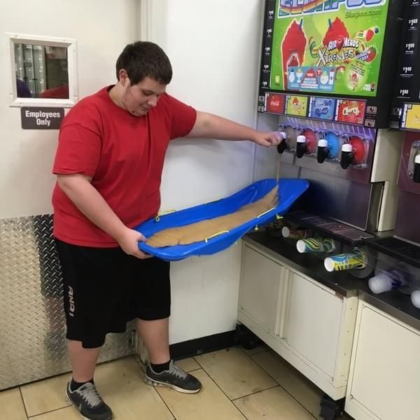 """36 Slurpee Drinkers Who Won 7-Eleven """"Bring Your Own Cup Day"""" And boy do I wish there was a 7-Eleven near me!!"""