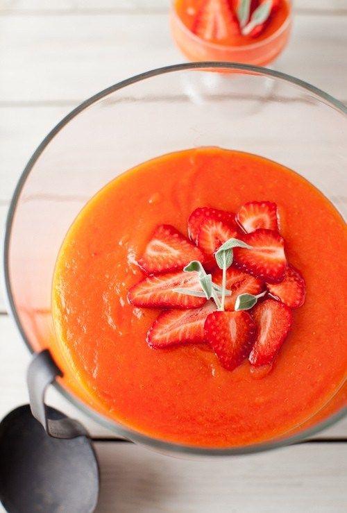 Летний суп-пюре с папайей и клубникой