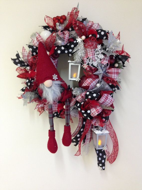 Scandinavian Christmas wreath with elf christmas by Tapsikdesign