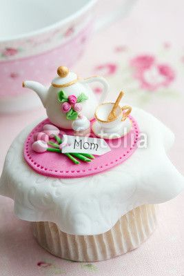 Mother's day cupcake How unbelievably cute is this. I wish I could make something like this :)