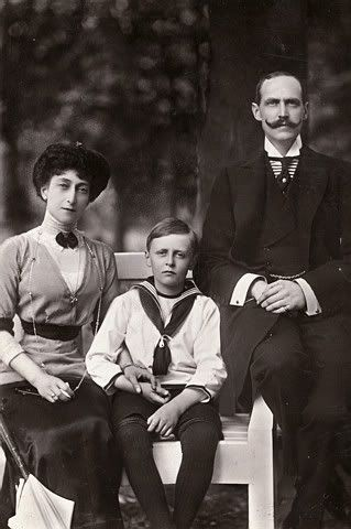 King Haakon & Queen Maud of Norway (nee Princess Maud of Wales) with Prince Olav.