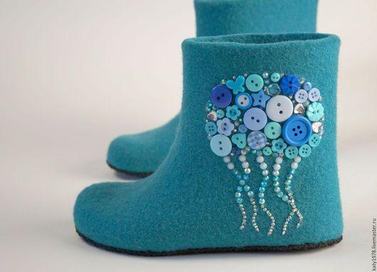 """Детская обувь ручной работы. Ярмарка Мастеров - ручная работа. Купить Тапочки валяные детские """"В синем море"""". Handmade."""