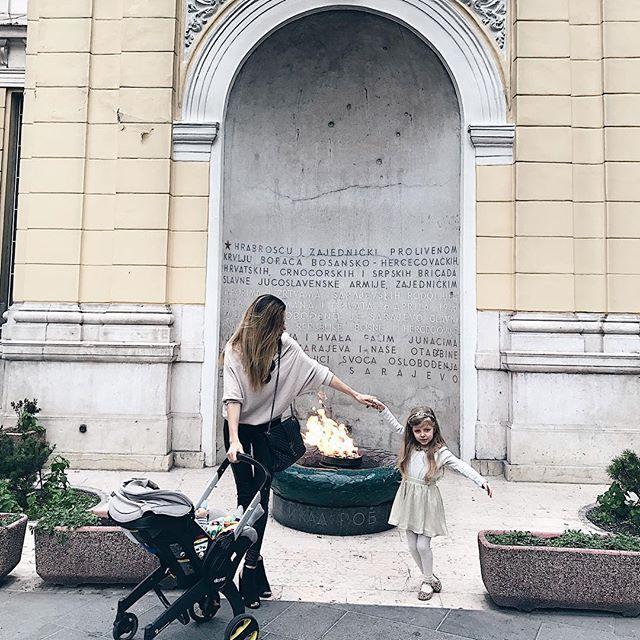 Unterwegs mit dem Doona in Sarajevo, Bosnia and Herzegovina / Babyschale und Kinderwagen in einem.