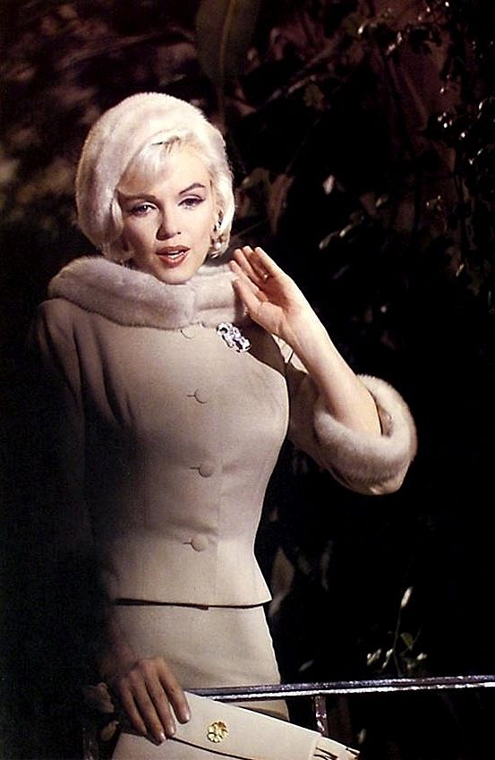 Marilyn Monroe on the set of Something's Got To Give, 1962. looking amazing. Eventually made as Move Over Darling with Doris Day......who was even better.....