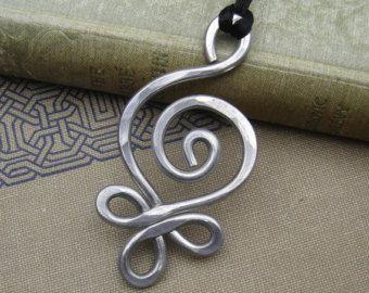 Grand pendentif celtique collier-bourgeonnement spirale poids léger en aluminium - collier celtique bijoux celtiques