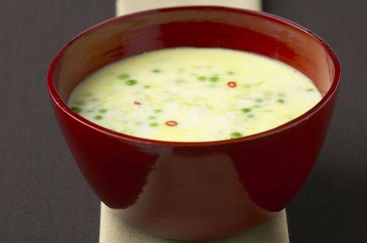 Stevige soep van aardappelen en erwtjes