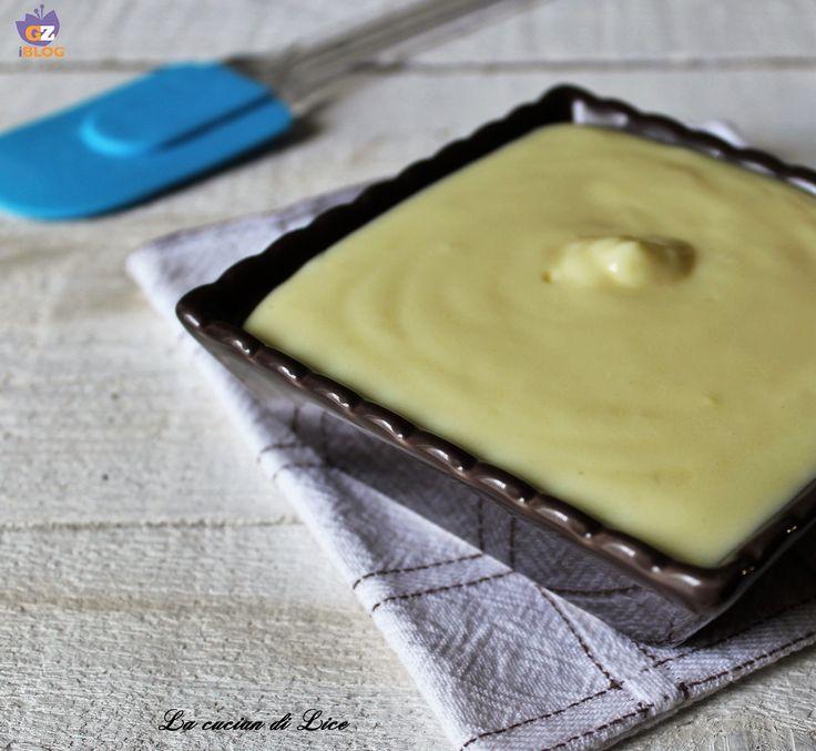 La crema di base più utilizzata per farcire e guarnire torte, dolci e pasticcini è decisamente la Crema pasticcera. Una crema morbida, delicata e golosa.