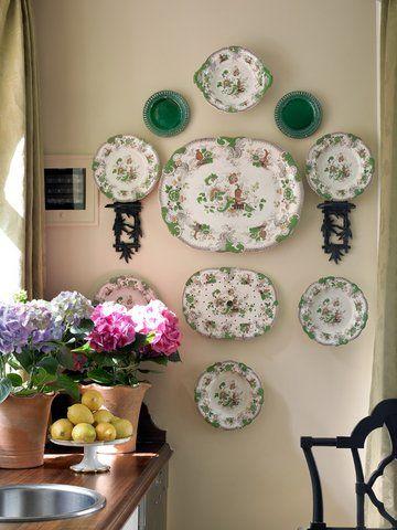 Plates!James Farmer, Atlanta Homes, Atl Decor, Wall Decor, Decor Showhouse, Decor Ideas, Plates Display, Floral Arrangements, Things Farmers