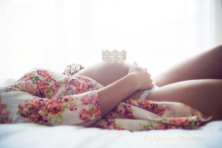 Maternity Pose crown prop Maternity Milk bath {Seattle Maternity and Milk Bath Photographer} - Kamikay Photography
