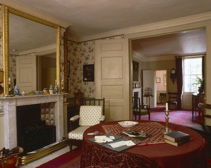 The Parlour at Carlyle's House, 24 Cheyne Row, London, the home of writer Thomas Carlyle and his wife from 1834 to 1881  ©NTPL/Nadia Mackenzie