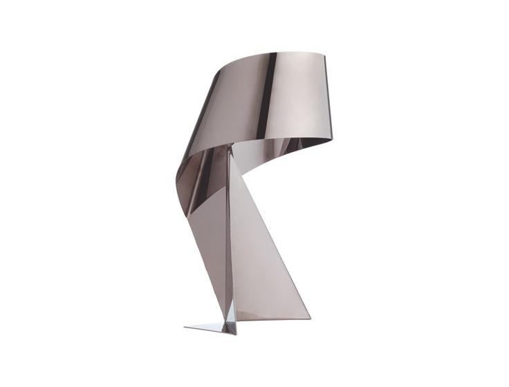 Ribbon bordlampe i røkt chrome. Kommer i to størrelser og en rekke ulike farger. Dimensjoner: L15 x H36 x B15cm. Kr. 510,-