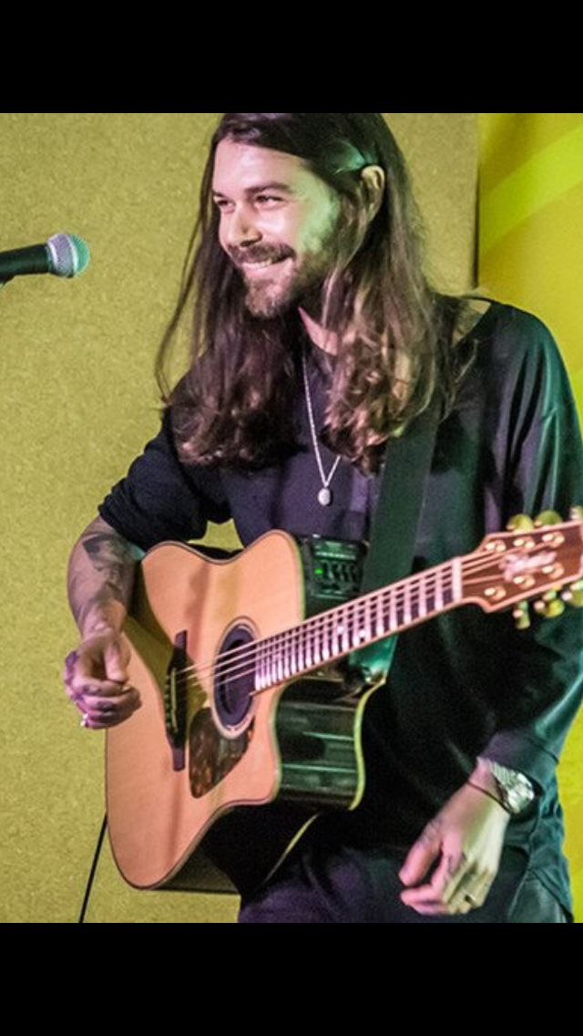 Simon Neil 2016. His hair