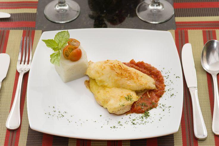 Pechuga de pollo gratinado con salsa napolitana