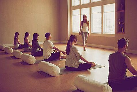 Devenir prof de yoga ? Les 7 vérités que vous n'entendrez pas ailleurs