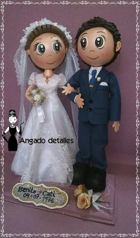 Fofuchos pareja de novios en Goma Eva y detalles de la novia con tela.