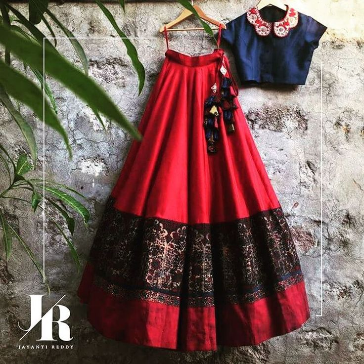 With just the right blend of rustic hues of red and blue, this Jayanti Reddy 'Tree Of Life' lehenga with an embroidered collar top looks like a dream. Doesn't it? #JayantiReddyLabel #Hyderabad #Designer #Lehenga #IndianWear #bride #JayantiReddy #jayantireddydesigns #LakmeFashionWeek #festive