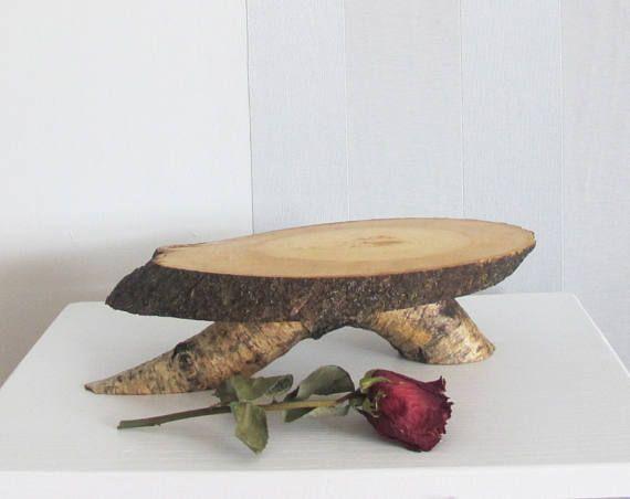 Deze handgemaakte cake-stand is gemaakt van een hout segmenten.  GROOTTE: diameter ca. 22 cm (8.5), hoogte - 8 cm (3.15)  Elke set is uniek.  Alle items zijn voorzien van een eco-vriendelijke producten met een natuurlijke materiaal - de textuur van dit hout is allemaal natuurlijk. De producten worden gedaan zonder enige decoraties te tonen zelfs meer echte schoonheid van het materiaal.   Meer hout decor Zie hier: www.etsy.com/shop/Vishemir?section_id=17850228  Dank u voor uw vr...