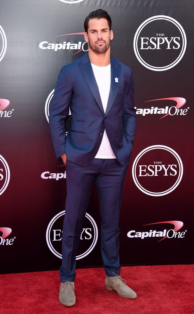 Eric Decker from 2016 ESPYs Red Carpet Arrivals  The strapping New York Jets star scores style points with a white T under his suit.