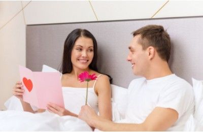 Comment écrire une lettre d'amour ? Une déclaration d'amour, à l'occasion ou non de la Saint Valentin, ne se fait pas forcément en face de la fille ou du garçon que l'on aime. Parfois il vaut mieux envoyer une lettre d'amour à la personne aimée. Et puis c'est si ... http://www.toutpratique.com/12-Savoir-vivre/5052-comment-ecrire-une-lettre-d-amour-.php