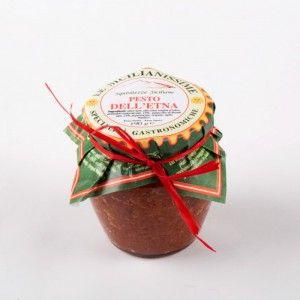 Pesto dell'Etna gr 190  Ingredienti: olive nere, olio extravergine d'oliva, pomodori essiccati, pistacchio di Bronte, peperoncino, origano, aglio, basilico.