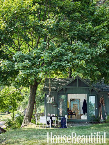 Outdoor dining area. Design: Thom Filicia. housebeautiful.com. #outdoor_dining #lantern #rope #outdoor_spaces