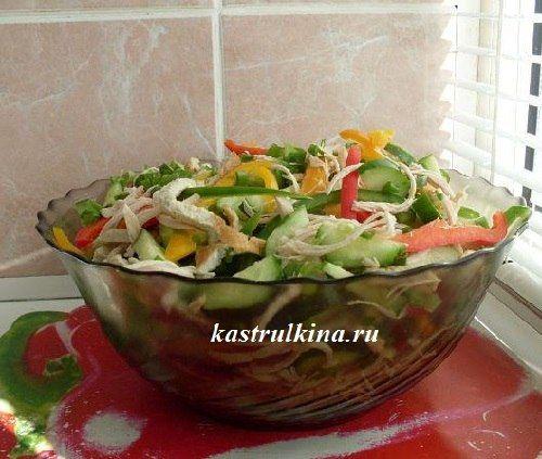 Низкокалорийный салат с курицей и овощами
