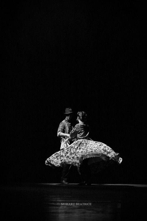 dance photography, black and white, folk, from www.vibexblog.tumblr.com