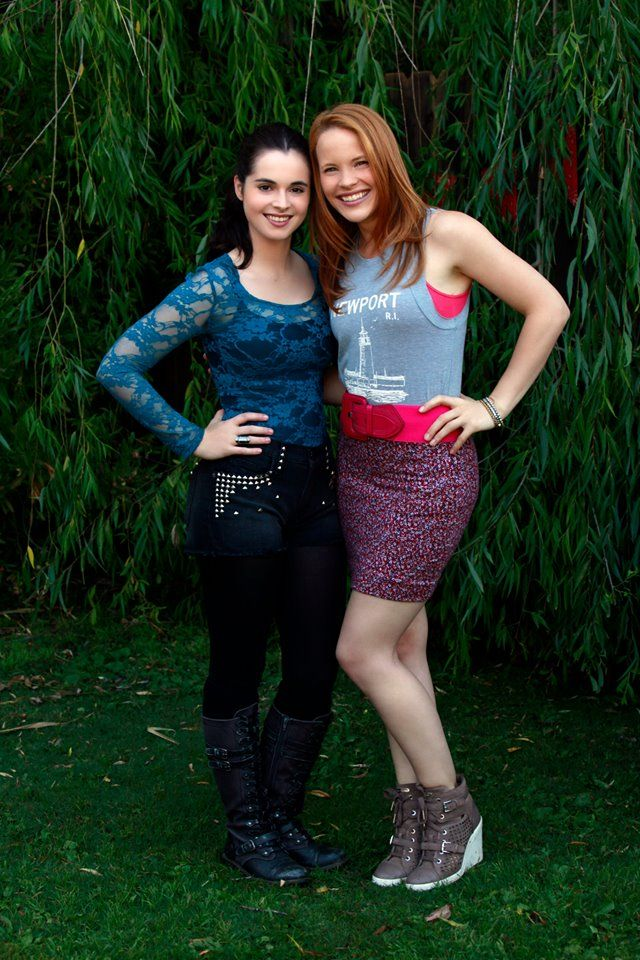 "#SwitchedatBirth 3x19 ""You Will Not Escape"" - Vanessa Marano and Katie Leclerc"