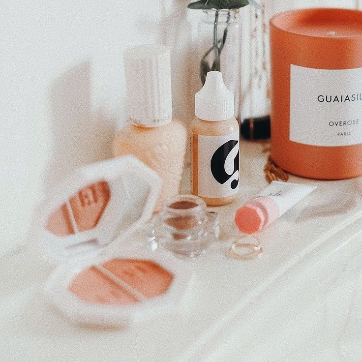 Another photo from yesterday's post! hoping my @glossier order arrives today because I am ruddy excited!