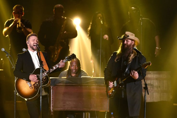 """Mr. Stapleton, who has never sung his way into the country top 40, was male vocalist of the year. Another twist: wins for Little Big Town's """"Girl Crush."""""""