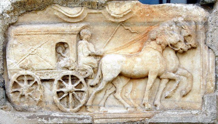 Rilievo funerario con carro coperto - dagli scavi di Virunum (Norico) - Maria Saal Dom Grabbaurelief Reisewagen in die Unterwelt
