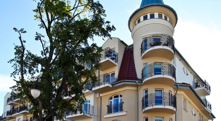 Baltic Home Regina Maris Świnoujście Baltic Home Regina Maris is conveniently located just 150 metres from the wide, sandy beach in Swinoujscie. It offers spacious rooms and apartments with free internet and a flat-screen TV.