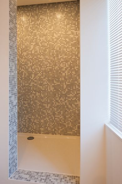 impermo, goedkope tegels, Glasmozaïek, mozaïek, badkamer, inloopdouche,
