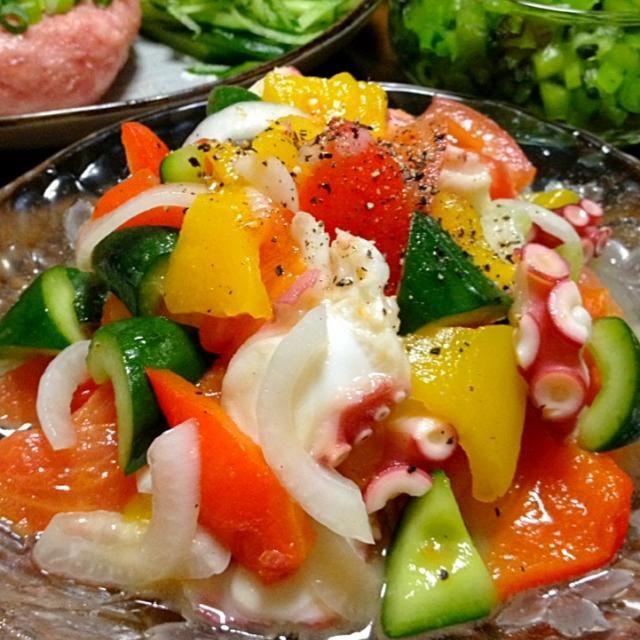 目にも楽しい、爽やかマリネです♪♪味が馴染むほどにまた、美味しくなるので、多めに作っちゃいマス☆ - 270件のもぐもぐ - たこと野菜のマリネです。たこの歯ごたえ&生野菜に焼きパプリカで彩りと甘みをプラス♪ by yumyumy1