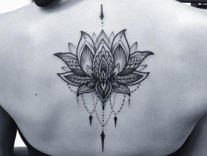 Rücken Tattoo, Lotus, Klassiker bei den weiblichen Tattoos, mit Liebe zum Detai…