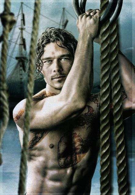 Luke Arnold (Silver dans Black Sails) qui a inspiré le héros de mon roman Question de temps. Photo Men's health, trucage by myself