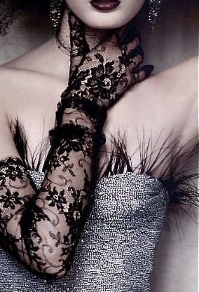 <3 loving this photo, and the use of feathers in this dress