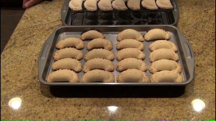 En este video aprenderas a realizar unas deliciosas empanadas con el relleno de tu preferencia... la combinacion del queso crema Philadelphia y la mantequill...