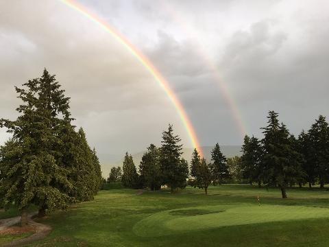 Incredible double & end to end rainbow tonight @ChilliwackGolf #sharechilliwack @greatoutside https://t.co/UEb7360K2i
